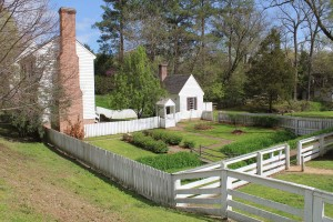 Pretty home and yard in Colonial Williamsburg